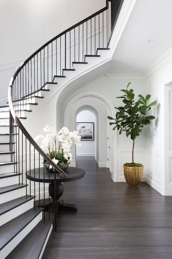 Decorating tips for dressing up your hallway
